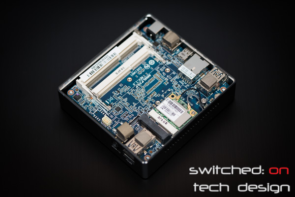 gigabyte-brix-haswell-i5-4200-small-form-factor-lid-removed-internals