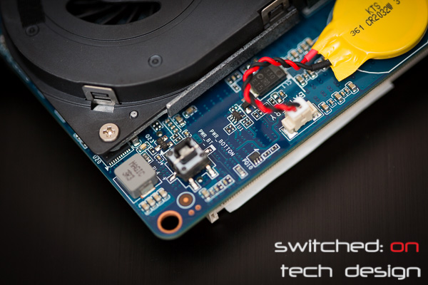 gigabyte-brix-haswell-i5-4200-small-form-factor-power-botton